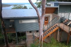 coastal-bushland-retreat-pole-frame